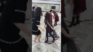 Наргиз танцует на свадьбе Айкоши