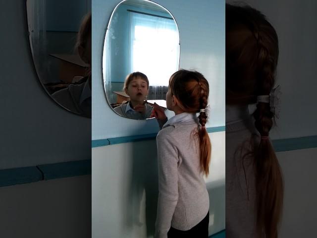 Изображение предпросмотра прочтения – ПанаринаАнастасия читает произведение «Зеркало и обезьяна» И.А.Крылова