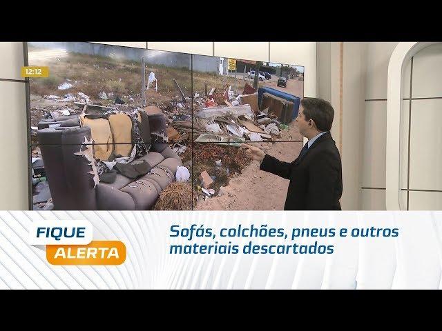 Sofás, colchões, pneus e outros materiais descartados próximo ao IML