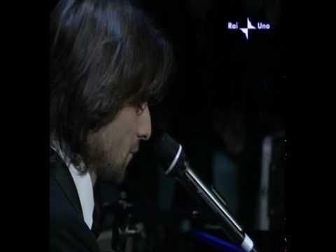 Alessandro Preziosi  Che mistero è l'amore Sanremo'05.avi