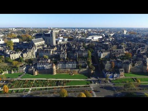Le Mans surprend, visite aérienne de la cité Plantagenêt