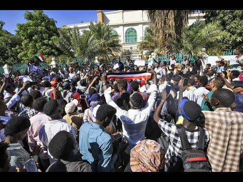 البرهان: لن نسمح بـ تفتيت وحدة السودان  - نشر قبل 7 ساعة