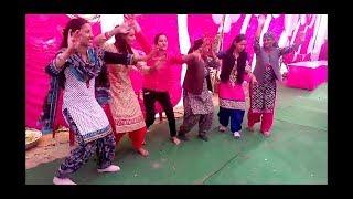 Beautiful pahari girls dancing on Himachali song {Rumatiye}....👌