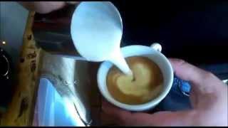 Как рисовать на Капучино Молоком красивые рисунки(Как рисовать на Капучино Молоком красивые рисунки https://www.youtube.com/watch?v=HwLJk0ukfKs как рисовать на капучино, рисунк..., 2014-10-17T18:01:52.000Z)