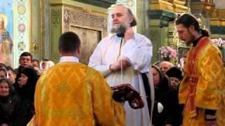 Тернопіль: святкова літургія у Лаврі(http://te.20minut.ua/news/10189924 Богослужіння з нагоди Різдва у Почаївській Лаврі було традиційним. Почалося рівно о..., 2011-01-10T10:54:31.000Z)