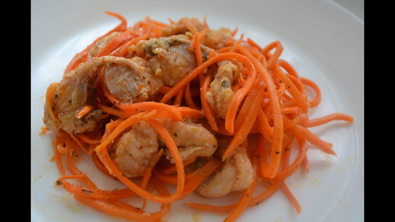Для приготовления хе из морковки с сельдью используется свежая рыба или замороженная.