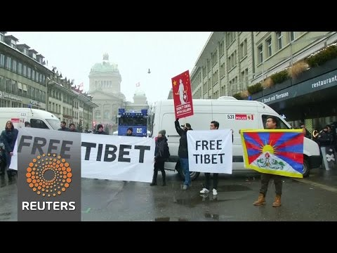 Swiss detain Tibet protesters during Xi visit