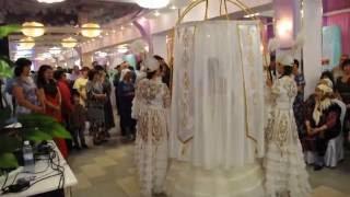 Свадебный оригинальный выход жениха и невесты на казахской свадьбе в павлодаре невеста в шаныраке