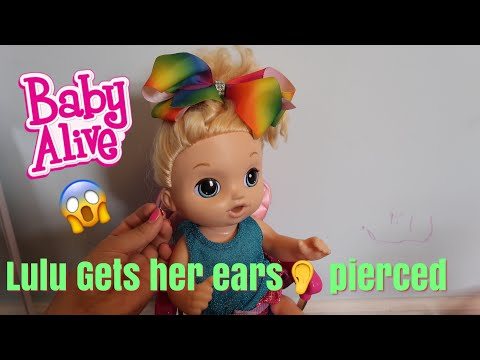 BABY ALIVE Lulu Gets Her Ears Pierced and shopping at pretend Claire's