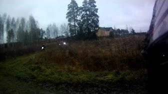 Lyhkäisellä metsäpätkällä on yoi märkä nurmikko vaan helvetin liukas 12 11 2011