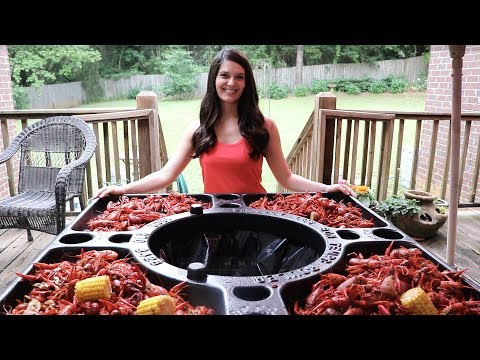 Dr. Shane - EATING CRAWFISH! I WANT ONE OF THESE TABLES!