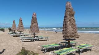 Spiagge aperte ma c'è solo il vento