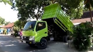 Hino Dutro 130 HD X Power Unloading Sand    Coach Builder Dump Truck  By  Karya Mandiri Surabaya