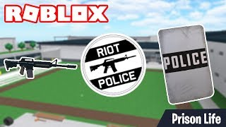 ROBLOX PRISON LIFE - How To Equip The Riot Shield And The Gun At The Same Time!