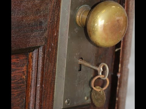 Abandoned Apartment Locked In 1939 Door Opened 70 Years Later To Reveal Priceless Secrets