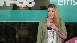 Jacqueline Feldmann - so pinkeln Frauen im Stehen - NightWash live