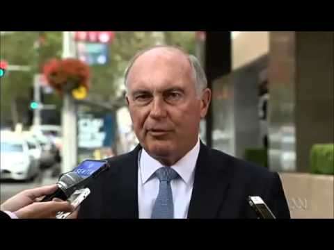 #auspol The unflappable Warren Truss: Acting PM's presser moved onto Sydney street by concierge