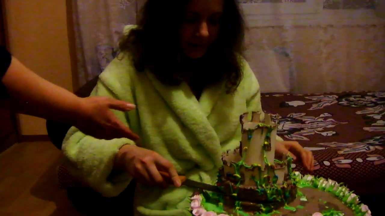 режем торт Графские Развалины - YouTube