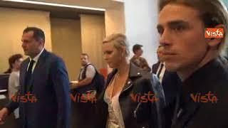 Fashion Week Milano, la principessa di Monaco Charlene Wittstock alla sfilata di Versace