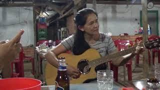 Cô đàn guitar bolero hay quá mà thiếu ca sĩ