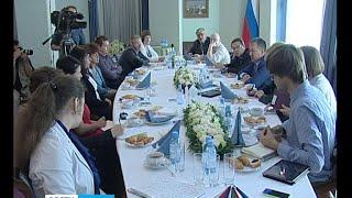 Александр Худилайнен провёл пресс-завтрак для журналистов(Глава Карелии Александр Худилайнен провёл сегодня встречу с журналистами. На неё пригласили представителе..., 2015-06-24T15:01:20.000Z)