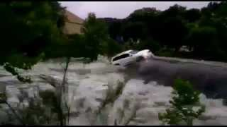 Car swept away in Boerne, TX flood May 23, 2015