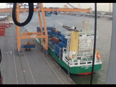 Containership Arrival + starting to discharge!! Port of Antwerp