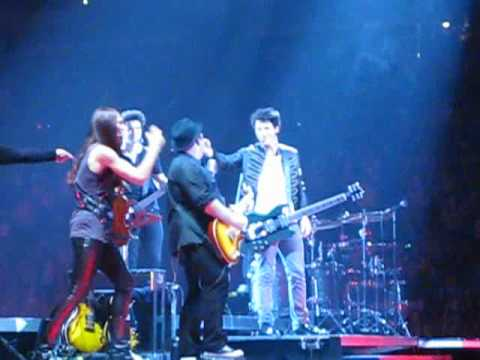 Nick Jonas, Kevin Jonas, Christa Black, John Taylor