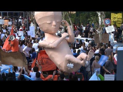 Marchan en Argentina contra el proyecto de ley de aborto legal