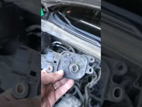 Crankshaft Position Sensor Location >> 2011 Hyundai Tucson Range Sensor location and removal - YouTube