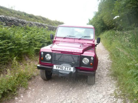 Land Rover Defender 90 Commercial,Red, photo clips .