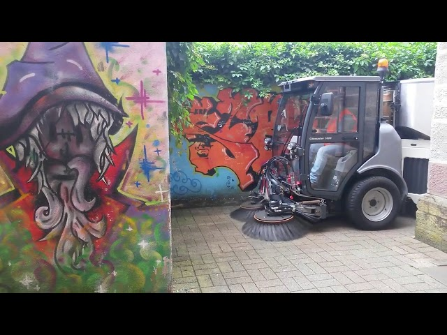 [Columbus UK] Hako Citymaster 600 Outdoor Cleaning Machine in Action