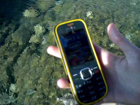 Nokia 3720 classic goes diving