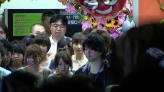 AKB48 劇場を後にするAKBメンバー 前田敦子最後の劇場公演 2012.8.27 撮...
