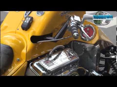 Siêu motor Boss Hoss trên đường phố Sài Gòn