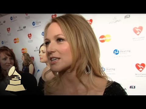 Barbra Streisand honored at 2011 MusiCares Person Of The Year Event | GRAMMYs
