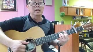 Đệm guitar và trình bày bài.  GÕ CỬA TRÁI TIM