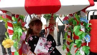大阪の天王寺の愛染堂勝鬘院で愛染まつりの愛染娘の宝恵かごを見ました.