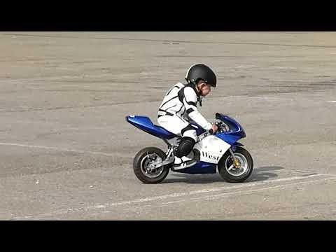 Mini moto, niño de 3 años