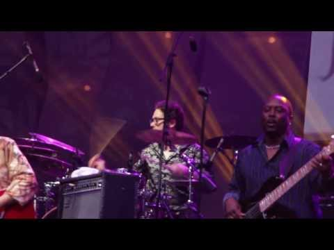 EARTH WIND AND FIRE EXPERIENCE LIVE JAVA JAZZ 2014 - AFTER THE LOVE HAS GONE (HD)