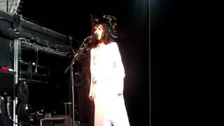 "PJ HARVEY ""Hanging in the wire"" live in New York (4/19/2011)"