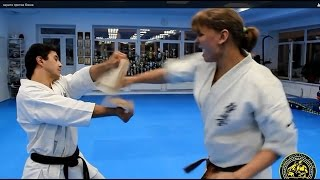 каратэ против бокса Karate vs. Boxing(Каратист демонстрирует как голенью перебить бейсбольную биту!!! Breaks Baseball Bats With A Leg Kick., 2014-12-24T18:13:19.000Z)