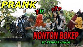 PRANK NONTON BOKEP DI TEMPAT UMUM!!!ORANG SEMUA PADA HERAN WKWKWK