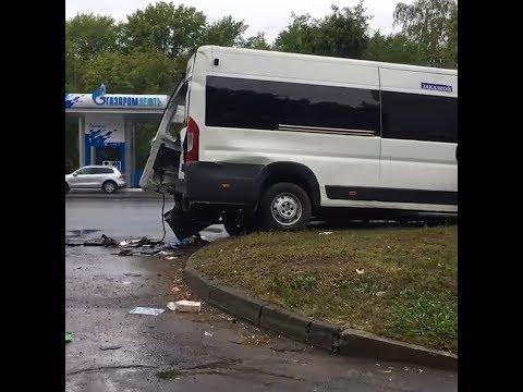 В Челябинске в ДТП с мусоровозом пострадали 13 человек