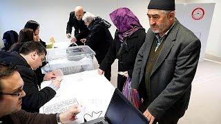 Gurbetçiler anayasa referandumu için sandık başında