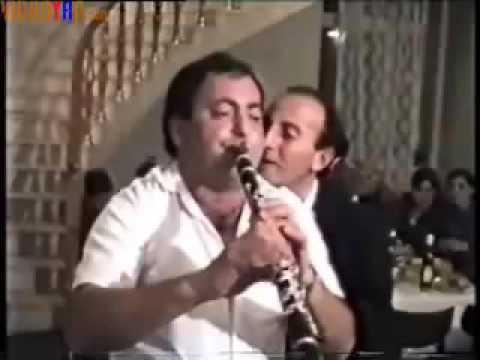 Армянский кларнетист играет не обычно