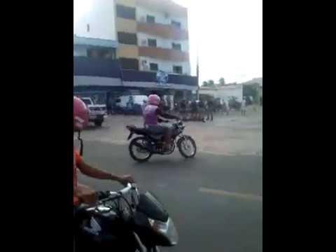 Em Piancó, homem armado ameaça população em via pública: Vídeo