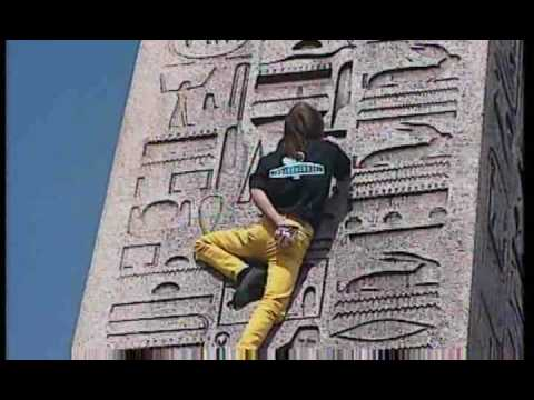 Alain ROBERT the french spiderman - Obelisque Concorde