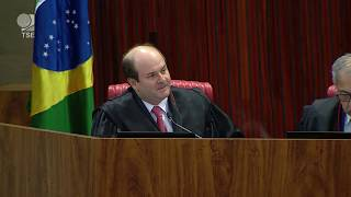 A propaganda antecipada foi veiculada em outdoor no interior de Minas Gerais. O TSE negou a aplicação de multa ao presidente Jair Bolsonaro por entender ...