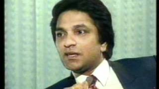 Moin Akhtar with Naeem Bukhari in Bila Takalluf Part-1.mpg